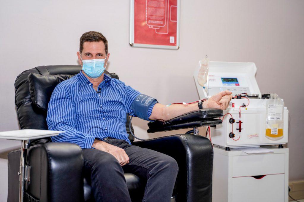 SANBS CEO, Jonathan Louw, donates COVID-19 convalescent plasma