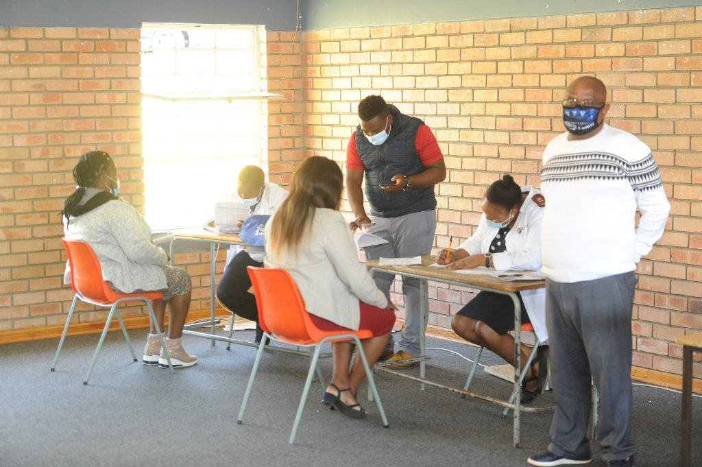 MANAGEMENT TEAMS DURING THE REGISTRATIONS FOR SCREENING AND TESTING
