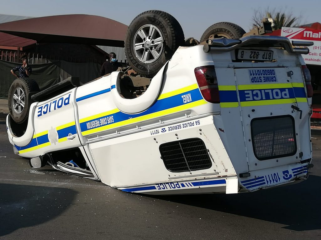 Traumatising accident involving SAPS vehicle on N 17